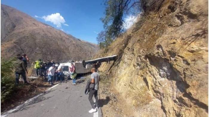 Accident teribil în Peru! 15 oameni au murit după ce au căzut într-o prăpastie cu autobuzul