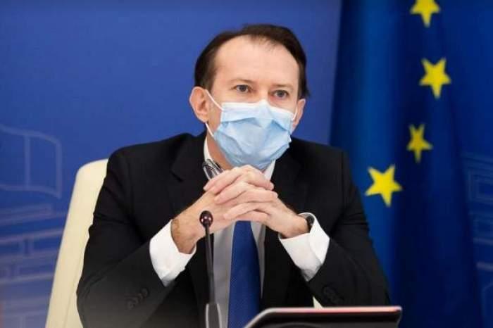 Florin Cîțu, surprins la costum, în cadrul unei ședințe publice, cu masca de protecție pe față
