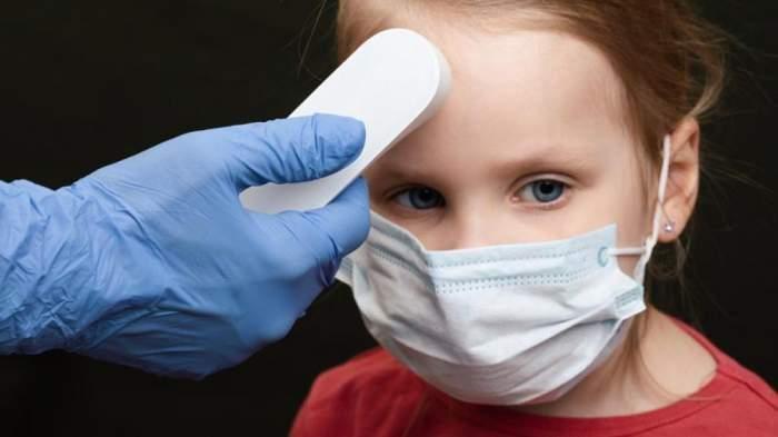 Doi copii infectați cu COVID-19 au fost internați în stare gravă la spital. Mamele au apelat la medici în ultimul moment