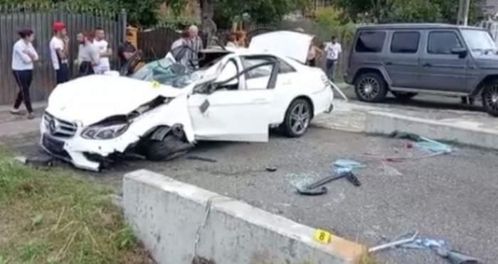 Autoturismul lovit de o șeferiță neatentă