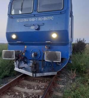 Accident teribil pe calea ferată! Un tren care circula spre Constanța a intrat într-un autoturism / FOTO