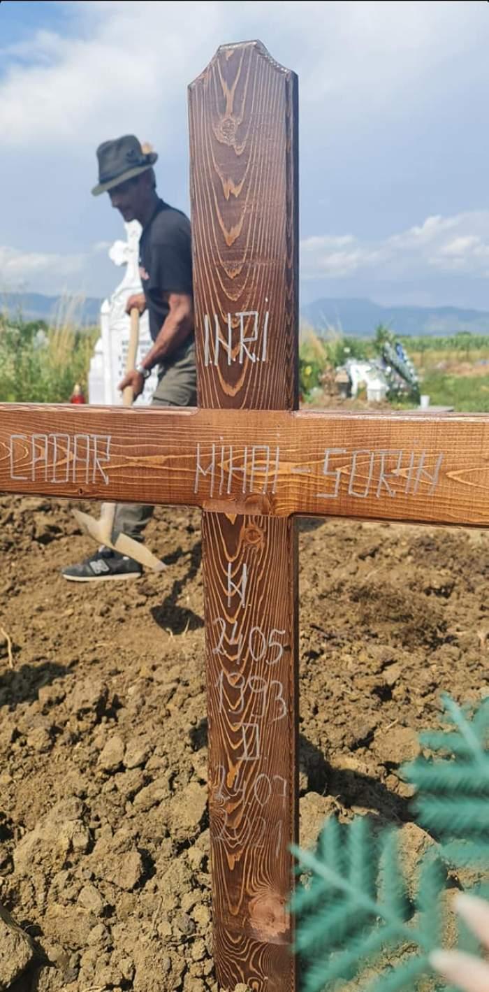Ursul care l-a omorât pe Mihai Cadar, tânărul cioban, a fost găsit fără viață în pădure. Ce s-a găsit în apropierea animalului mort