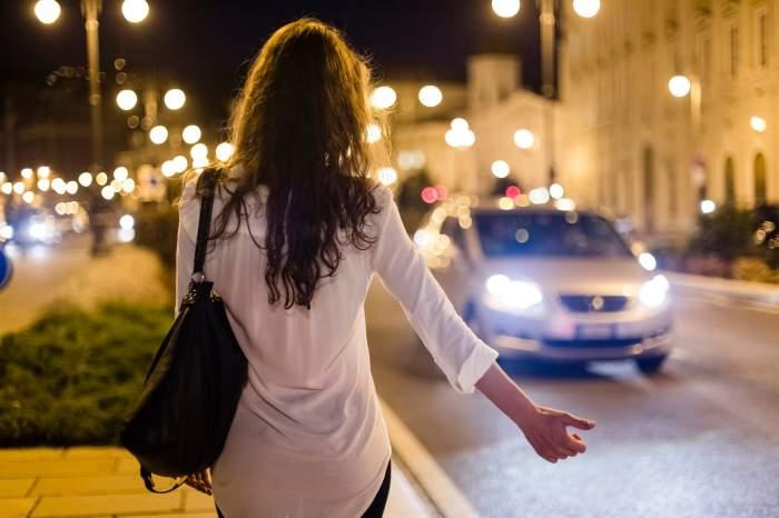"""O româncă vândută unor proxeneți chiar de sora ei a fost salvată de un șofer de TIR, în Spania: """"Am avut nevoie de ajutor psihiatric"""""""