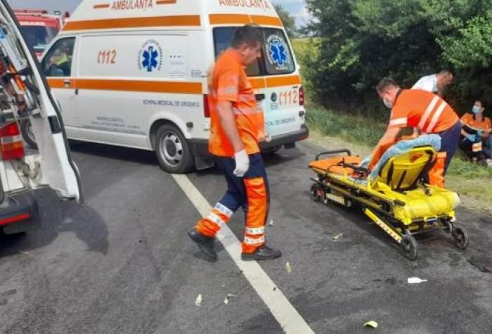 Medici și salvări pe marginea drumului