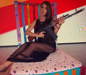 """Cine este și cum arată sora lui Dani Mocanu. Diana Mocanu are doar 16 ani, iar versurile noii sale piese i-au uimit pe internauți: """"Fac bani mai mulți decât bărbații"""" / VIDEO"""