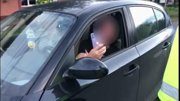 """O șoferiță din Lugoj a făcut scandal cu polițiștii, după ce a fost prinsă băută la volan. """"Băi, tâmpitule, eu nu sunt beată!"""" / VIDEO"""