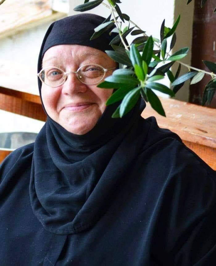 """Povestea impresionată a Maicii Ecaterina, ajunsă călugăriță de la actriță în filme pentru adulți: """"Desfrânări, avorturi, beții"""""""