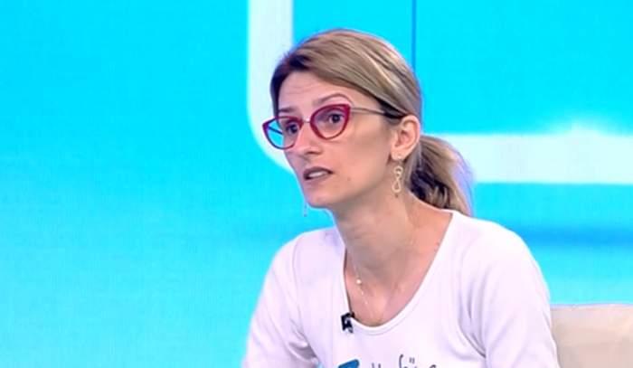 """Acces Direct. Fostul soț al Mihaelei i-a luat copilul și îi interzice să-l mai vadă. Tânăra mamă, disperată de dorul micuțului: """"M-a amenințat cu moartea"""" / VIDEO"""