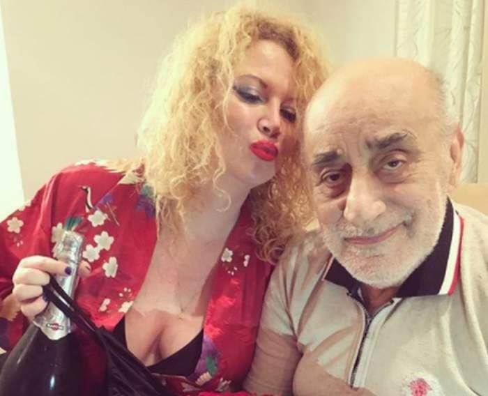 Oana și Viorel Lis, selfie acasă, cu o sticlă de șampanie în mână