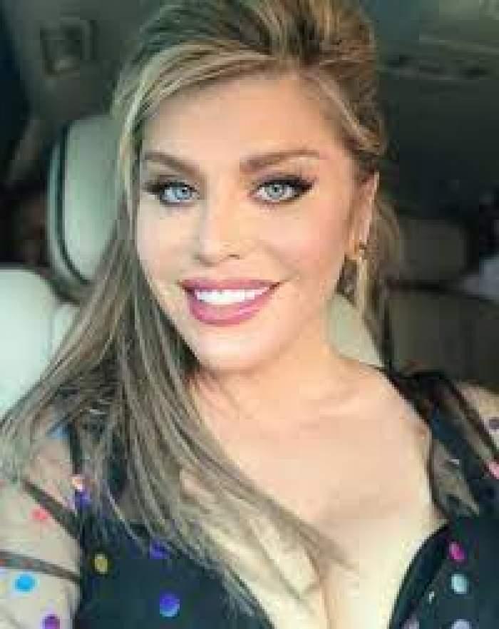 Loredana Groza, selfie în mașină