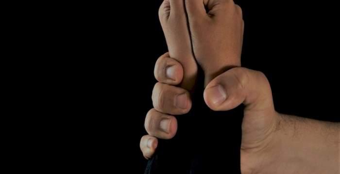 A fost găsit și reținut agresorul copilului de un an și jumătate, care a ajuns la spital după ce a fost bătut crunt. Bărbatul are 28 de ani și este din Bistrița Năsăud