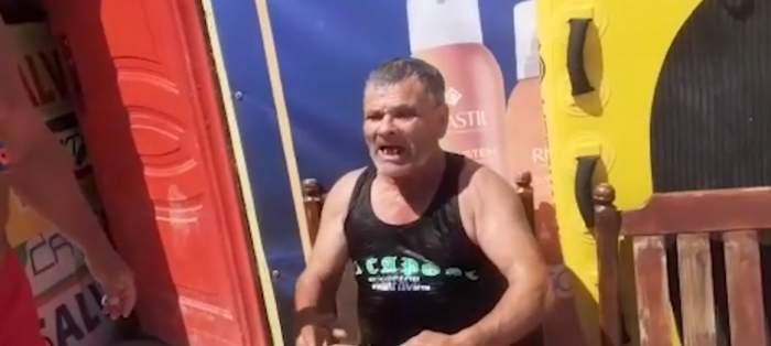 """Un bărbat beat i-a certat pe salvamari pentru că l-au salvat de la înec, în Costinești: """"Mi-ai udat țigările"""" / FOTO"""