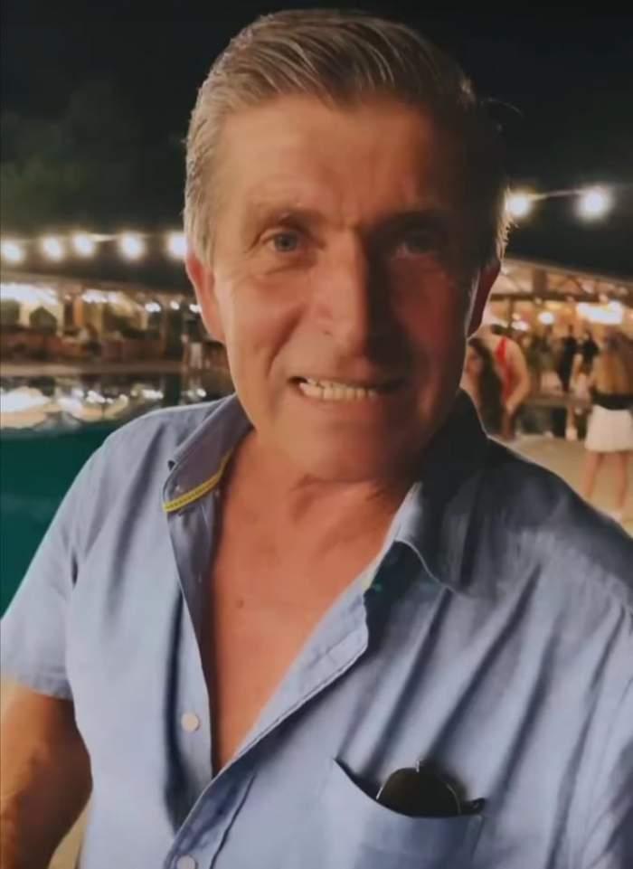 Tatl lui Theo Rose, în cămașă albastră