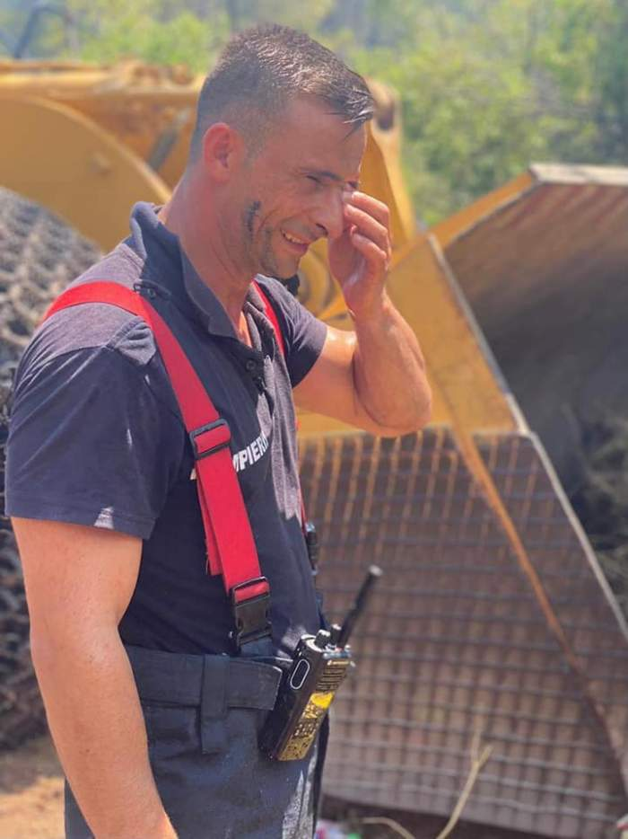 Ei sunt șase dintre pompierii români care s-au oferit voluntari pentru a merge să stingă incendiile din Grecia. Alături de aceștia se mai află alți 102 de eroi / FOTO