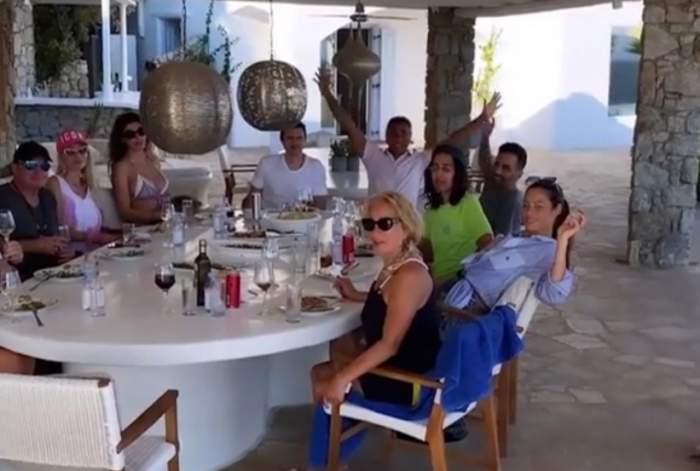 dragos savulesccu la masa cu prietenii