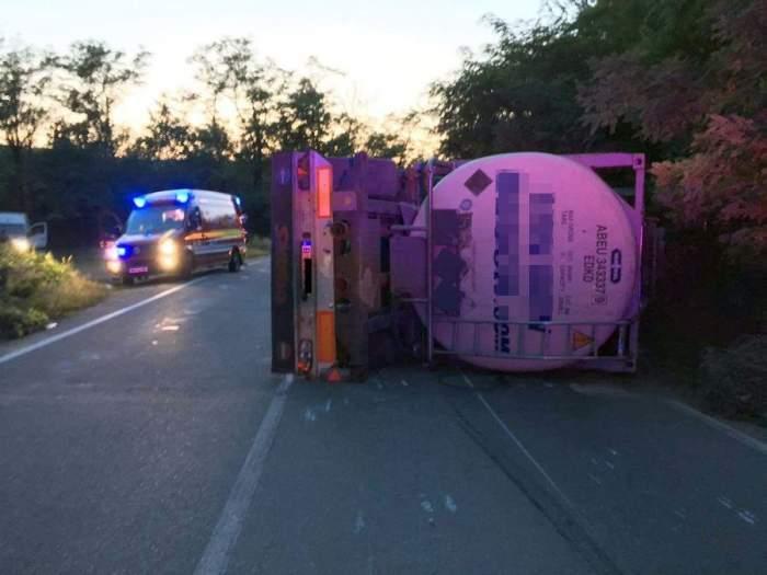 Accident mortal în Pahova! O cisternă plină cu tone de combustibil s-a izbit de o mașină. O femeie a murit în urma impactului