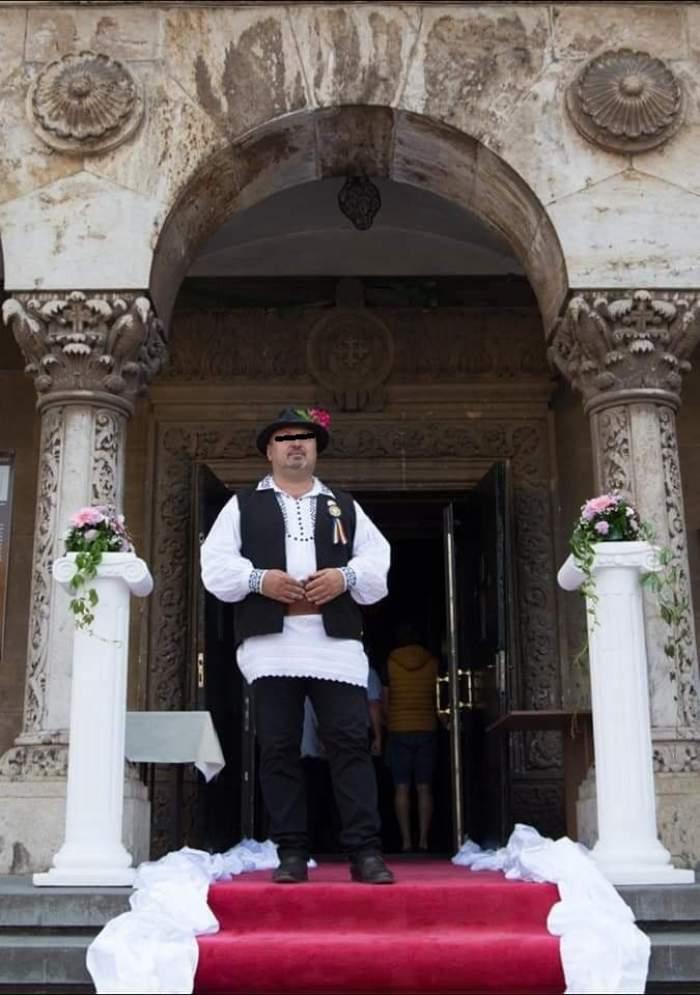 Alexandru Rusu în fața bisericii