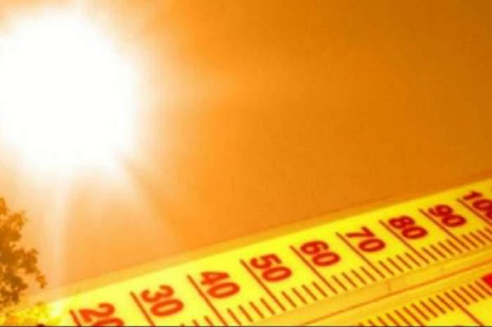 Colaj foto cu un cer însorit și un termometru