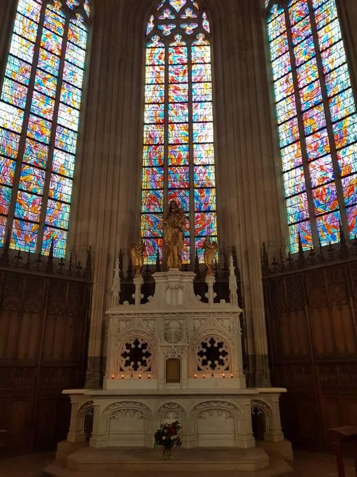 Un refugiat a ucis un preot catolic, în Franța. Bărbatul a incendiat și Catedrala din Nantes în anul 2020