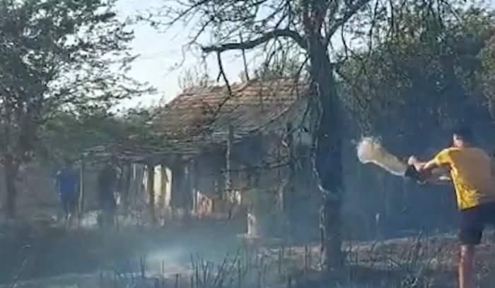 Incendiu violent în Mehedinți! Flăcările mistuitoare au ars zeci de case / FOTO