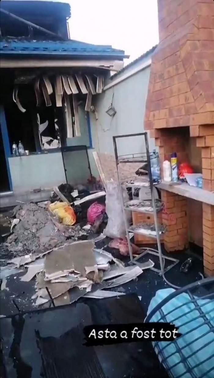 Incendiu puternic într-un cartier din oraşul Brăila. Patru case au fost cuprinse de flăcări, iar pompierii spun că se luptă cu cel mai mare foc din ultimii ani / GALERIE FOTO