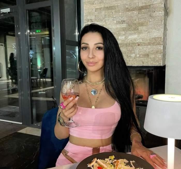 """Narcisa Moisa, taxată dur de fostul ei partener de viață, Yoannes, după cea mai recentă apariție a manelistei în mediul online: """"Mai ai puțin și te postezi nud"""""""