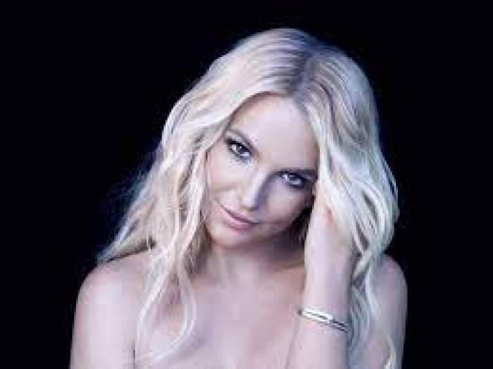 Britney Spears, cu mână în păr