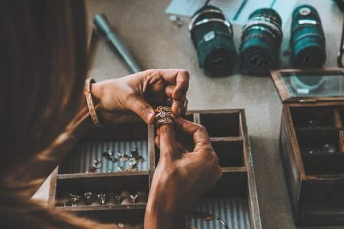 Curățarea argintului acasă. 5 metode pentru bijuterii, veselă și alte obiecte