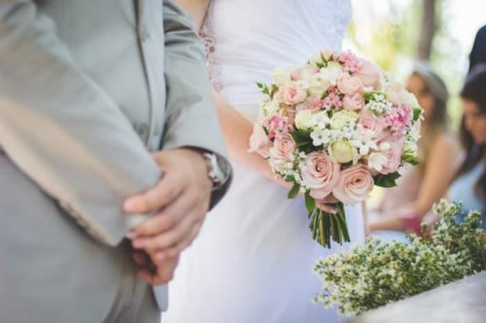 Doi miri și buchetul de nuntă