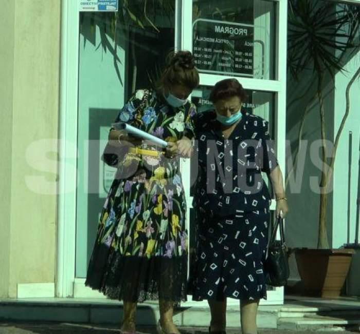 Mioara Videanu și mama se țin de cot