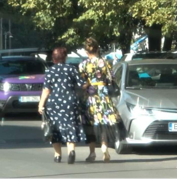 Mioara Videanu și mama merg pe stradă