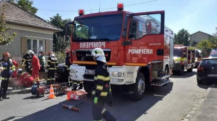 Accident grav în Cluj-Napoca! O motocicletă s-a izbit puternic de o mașină. Autoturismul a lovit trei pietoni, dintre care unul a murit