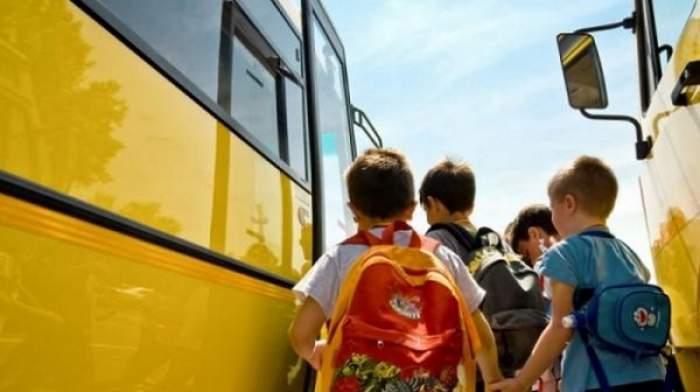 Elevii din învăţământul primar vor putea beneficia de transport gratuit până la unitatea școlară. Când intră în vigoare legea