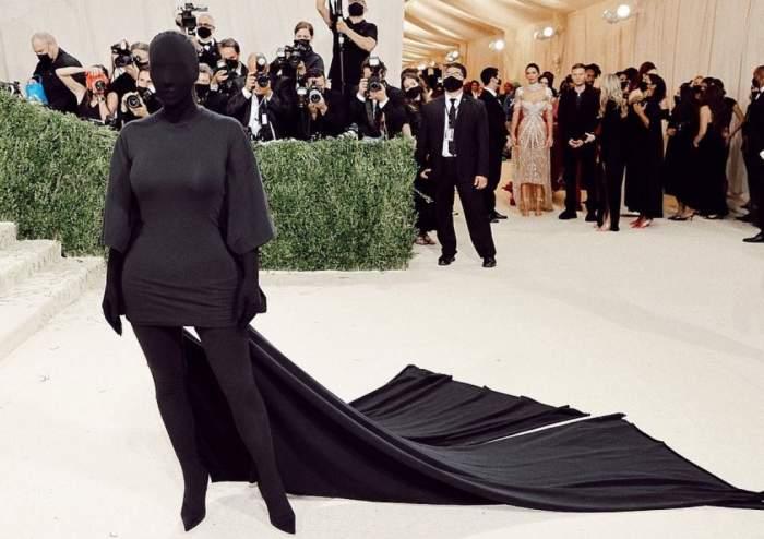 Kim Kardashian, acuzată că ar fi jignit femeile greu încercate din Afganistan. Ce ținută controversată a purtat la Gala Met