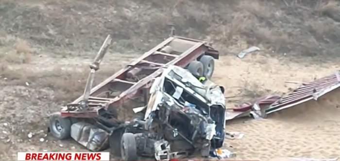 Teribil accident în această dimineață în Agigea. Un șofer de TIR a murit, după ce a căzut cu utilajul cinci metri în gol