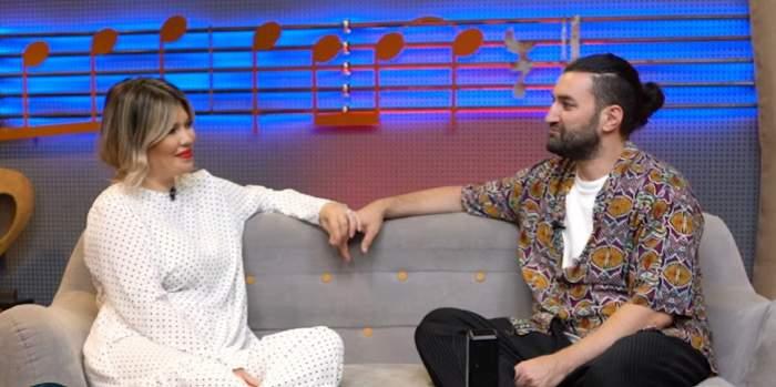 Gina Pistol și Smiley, pe o canapea în timpul interviului