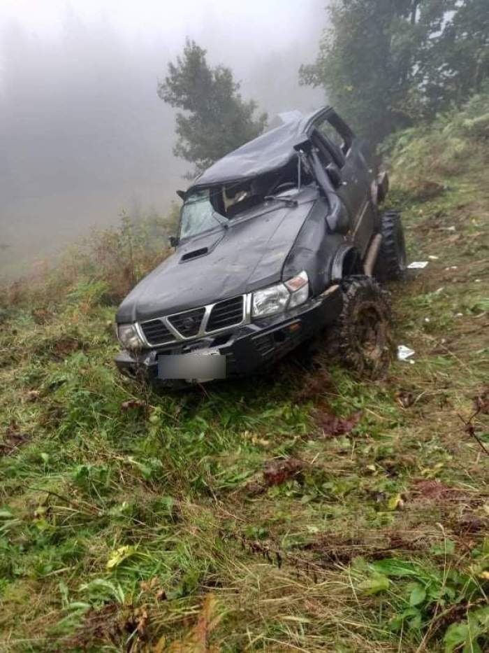 Un bărbat de 32 de ani din Borșa a murit după ce maşina pe care o conducea s-a răsturnat într-o râpă adâncă de 25 de metri. Victima era tatăl a doi copii / FOTO