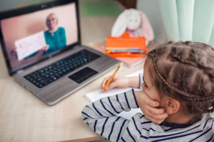 18.000 de elevi s-au întors în sistemul online, la doar o săptămână de la începerea şcolii. Anunțul făcut de Ministerul Educației