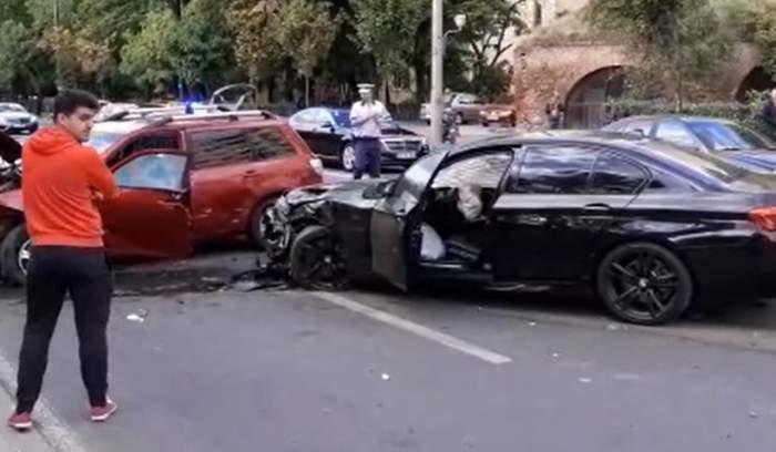 Accident rutier cu trei autoturisme implicate, în centrul Timişoarei. Un bărbat în vârstă de 34 de ani a ajuns la spital în stare gravă / FOTO
