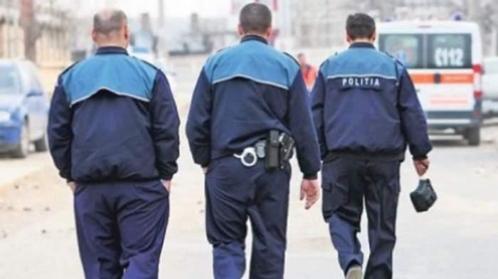 Polițiști din Vaslui, bătuți cu poșetele și atacați cu pietre de două femei