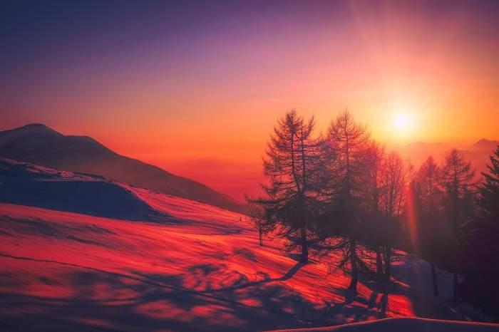 Prima zi de toamnă a adus cu ea ninsoarea. În București a fost prag de caniculă, iar la munte, aproape de limita înghețului