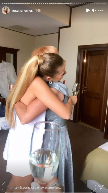 Roxana Nemeș, ipostaze emoționante alături de mama sa, în ziua nunții. Cele două s-au îmbrățișat minute în șir / FOTO