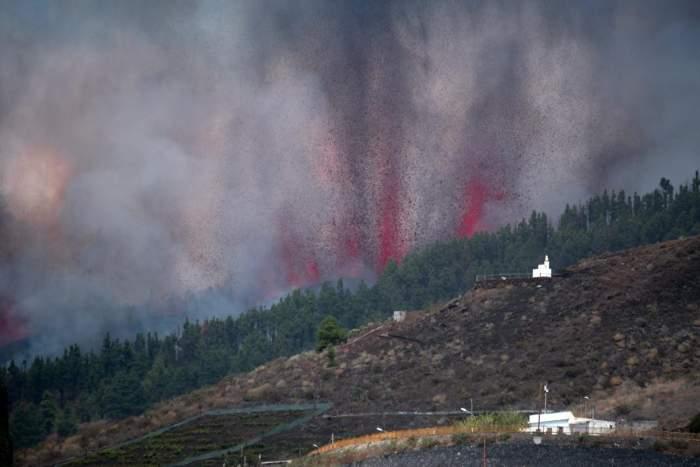 vulcan cumbre vieja erupt