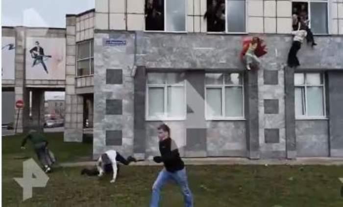 Atac armat într-o universitate din Rusia! Opt persoane au murit, iar alte șase au fot rănite. Studenții au sărit pe geam pentru a scăpa din calea gloanțelor / FOTO