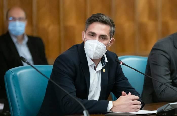 """Valeriu Gheorghiță, anunț de ultimă oră despre vaccinarea cu cea de-a treia doză. """"Se va face doar cu Pfizer sau Moderna"""""""