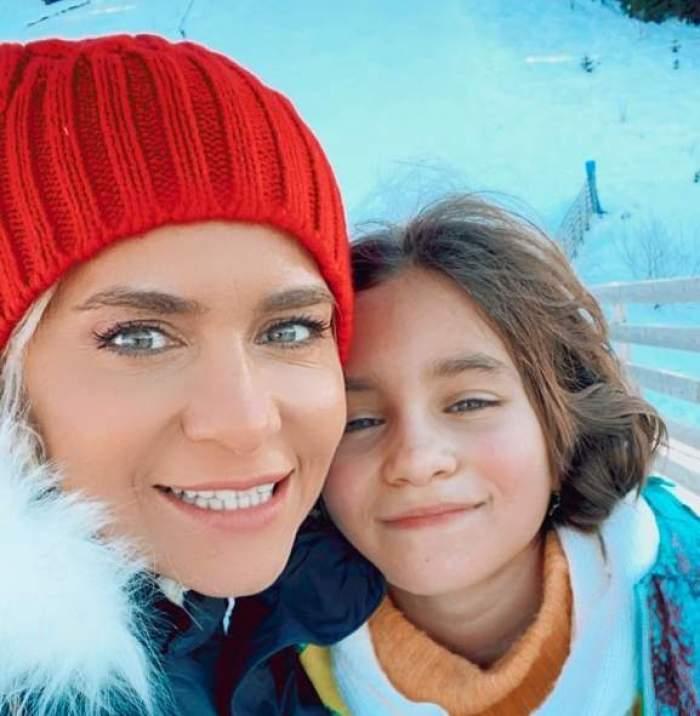 """Paula Chirilă și-a tuns fiica acasă. Care este motivul pentru care vedeta nu a dus-o pe Carla la salon: """"Știe exact ce vrea"""" / VIDEO"""