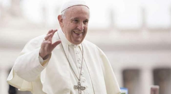 papa francisc saluta