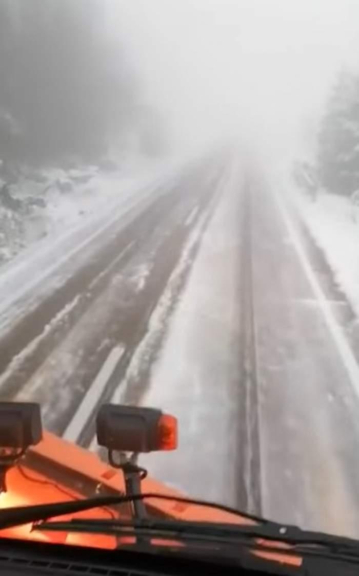 Strat de zăpadă de 10 centimetri în România. Unde a fost necesară intervenția utilajelor de deszăpezire / VIDEO