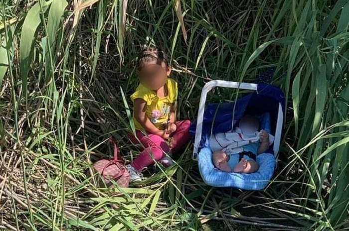 O fetiță de 2 ani și fratele ei de 3 luni au fost abandonați de traficanții de migranți pe malul unui râu din Texas. Cei doi copii au fost găsiți de autorități