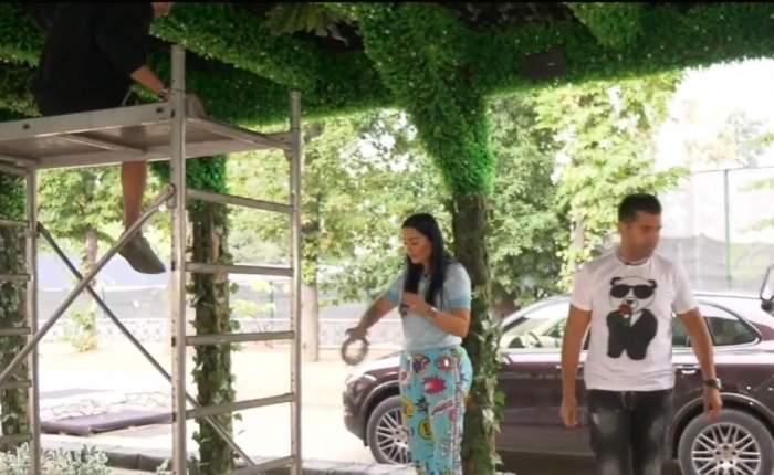 Brigitte Pastramă muncește cot la cot cu angajații săi. Vedeta și-a decorat terasa cu plante amazoniene artificiale / VIDEO